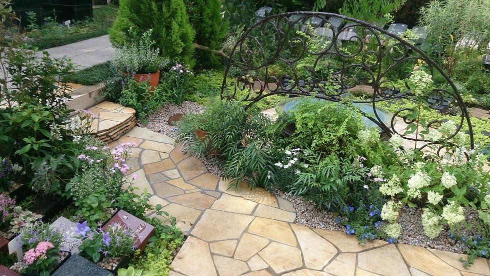 都心の樹木葬「高輪庭苑」でリニューアルされた植栽工事